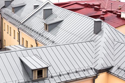Állókorcos tetőfedés Cserepeslemez szerelés